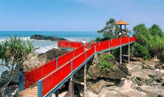 jembatan merah pantai menganti